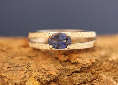 Bague de fiançailles en or blanc avec saphir et diamants