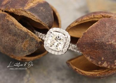 Magnifique bague de fiançailles en or blanc et diamants