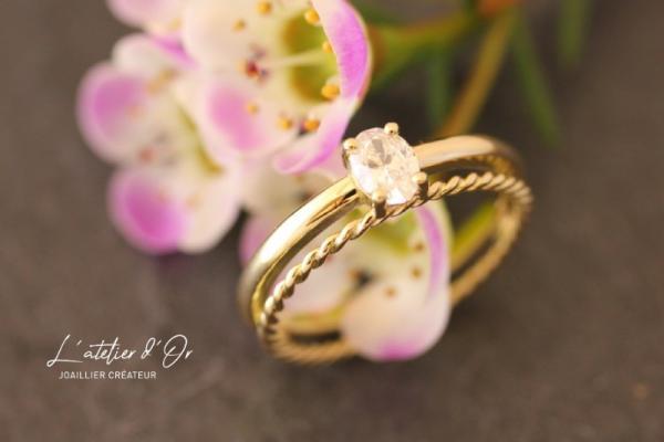 Bague de fiançailles et alliance ajustée en or éthique 18 carats